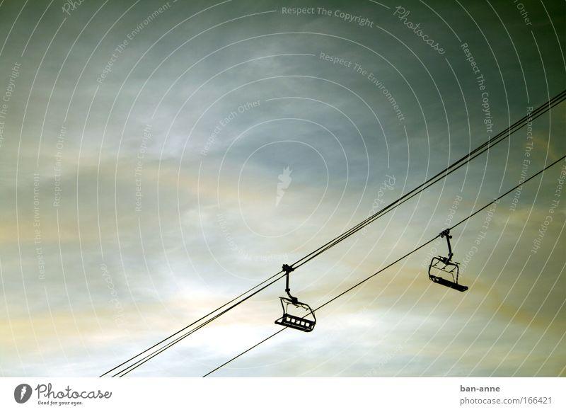 one way-ticket? Gedeckte Farben Außenaufnahme Abend Dämmerung Kontrast Silhouette Ferien & Urlaub & Reisen Freiheit Winter Berge u. Gebirge Maschine Luft Himmel