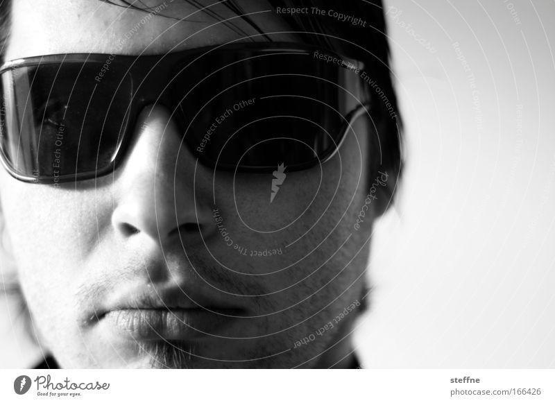 iesch abe gar geine audo Schwarzweißfoto Innenaufnahme Nahaufnahme Schatten Kontrast Schwache Tiefenschärfe Porträt Blick in die Kamera Blick nach vorn maskulin