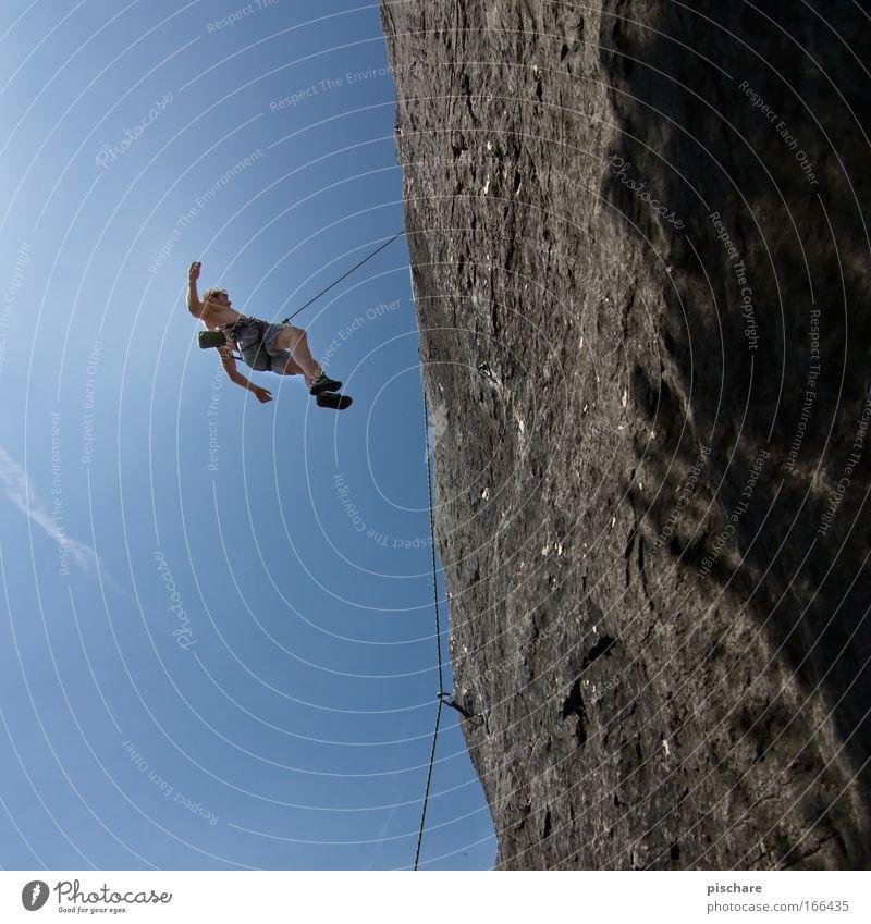 nightmares about falling? Mensch Mann blau Erwachsene Sport Berge u. Gebirge Angst Felsen Freizeit & Hobby Seil Abenteuer gefährlich verrückt bedrohlich Klettern fallen
