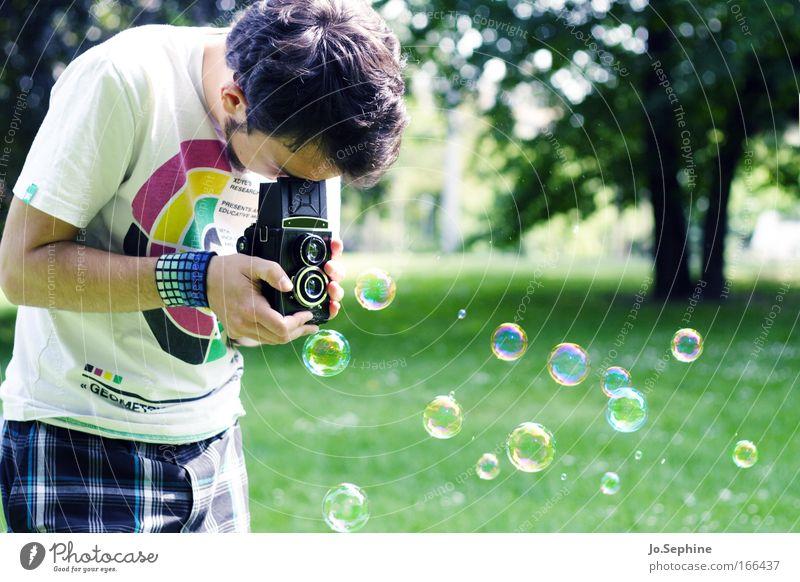 his magic marvel Mensch Lomografie Jugendliche Erwachsene Park Freizeit & Hobby maskulin Lifestyle retro T-Shirt außergewöhnlich beobachten Neugier Fotokamera Mann 18-30 Jahre