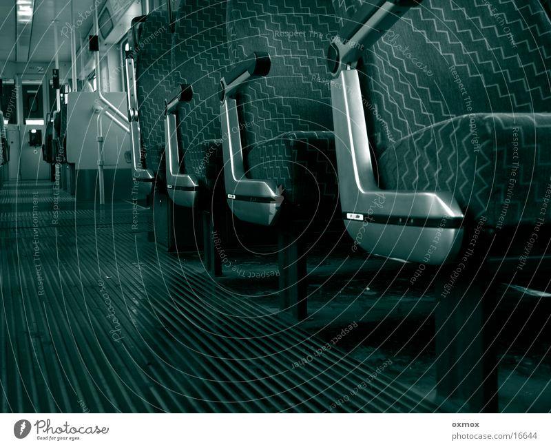 Strassenbahn Straßenbahn leer Verkehr Sitzgelegenheit anlehnen