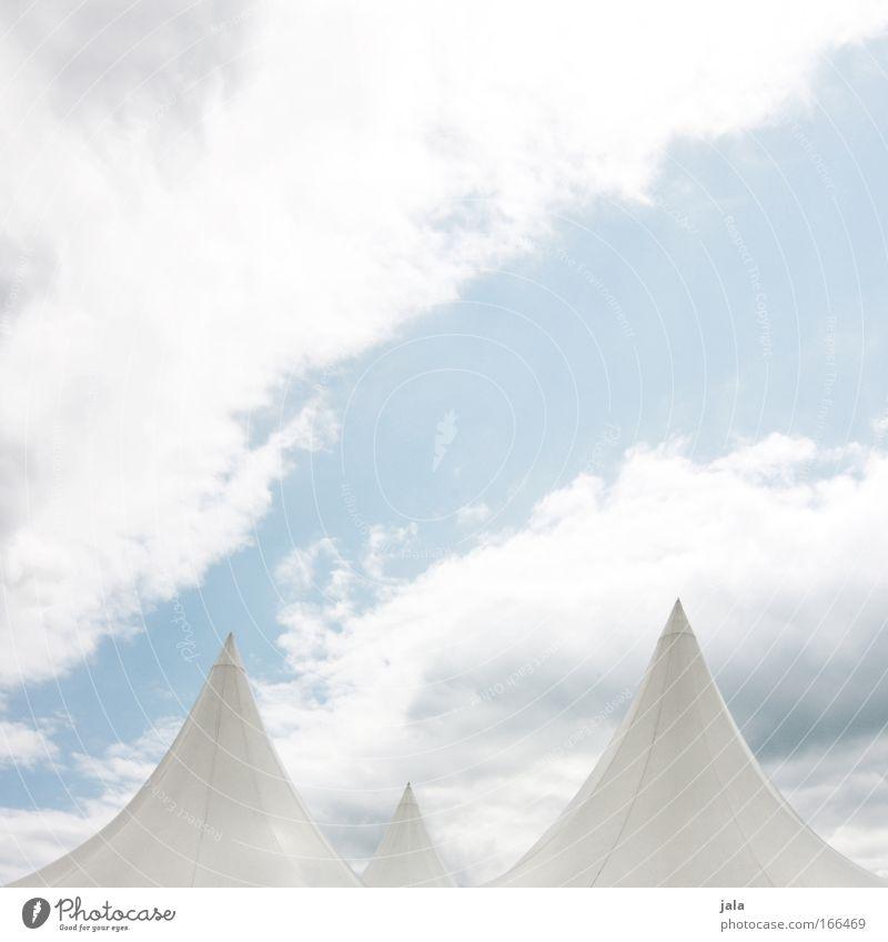 Zipfelmützen Himmel weiß blau Wolken Luft hell Kunst ästhetisch Kultur Show fantastisch Theater Bühne Veranstaltung Zelt Künstler