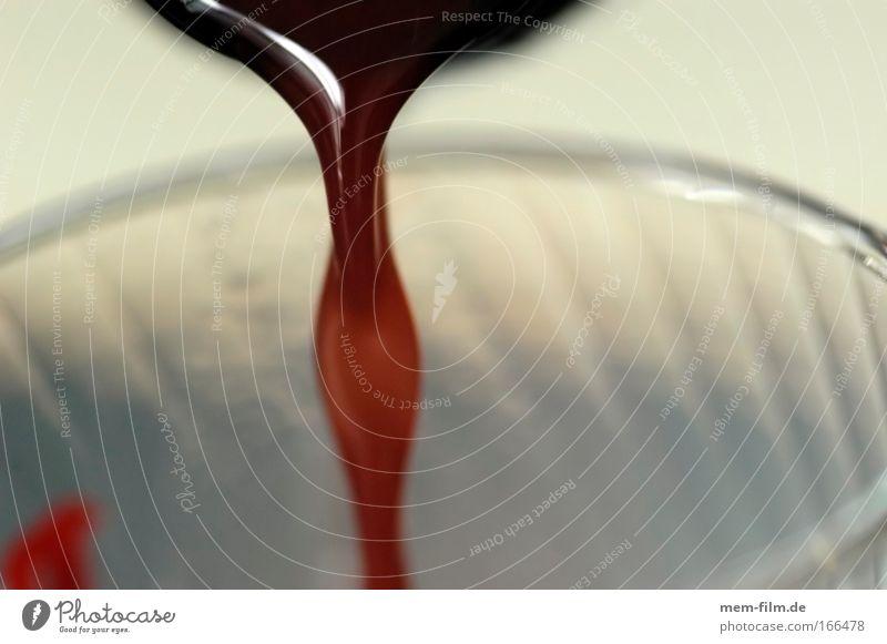 blutiger saft rot Leben Glas Getränk Vitamin Gefäße Erdbeeren Blut Saft Himbeeren füllen eingießen Blutspender