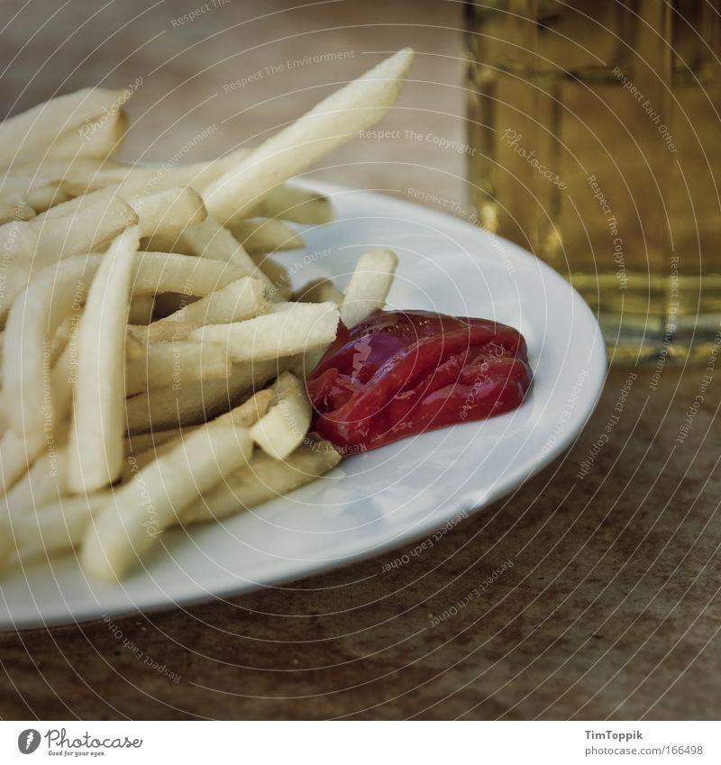 [PC-Usertreff Ffm]: Blasse Fritten Menschenleer Textfreiraum rechts Textfreiraum unten Lebensmittel Ernährung Mittagessen Fastfood Bier Teller Glas trashig