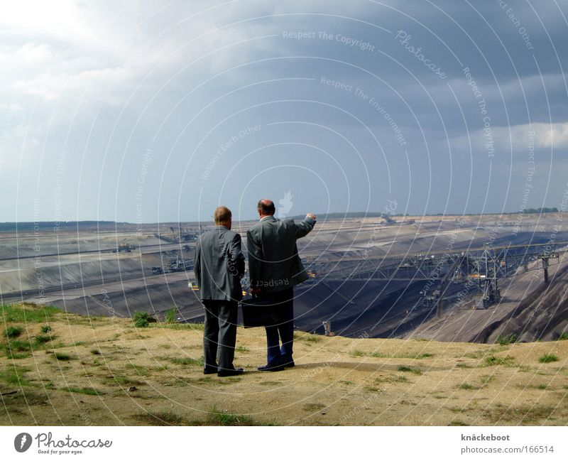 dort! Mensch Mann sprechen Erwachsene maskulin Horizont Erde beobachten entdecken Blick 45-60 Jahre