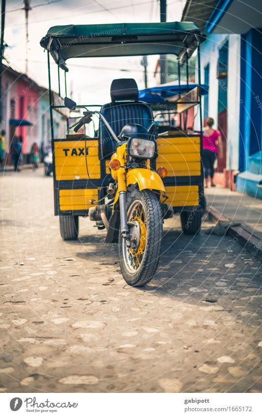 taxi cubano Kuba Trinidad Stadt Stadtzentrum Verkehr Verkehrsmittel Verkehrswege Straße Wege & Pfade Taxi Anhänger Motorrad Lastenfahrrad warten außergewöhnlich