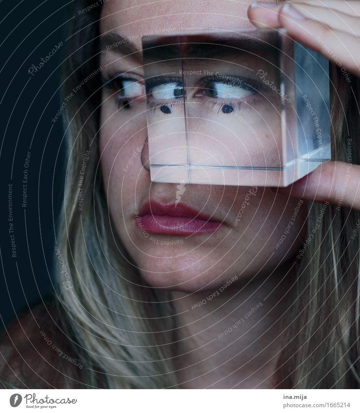 Den Durchblick verlieren Mensch Frau Jugendliche Junge Frau 18-30 Jahre Gesicht Erwachsene Auge feminin außergewöhnlich Angst verrückt Zukunftsangst Mut