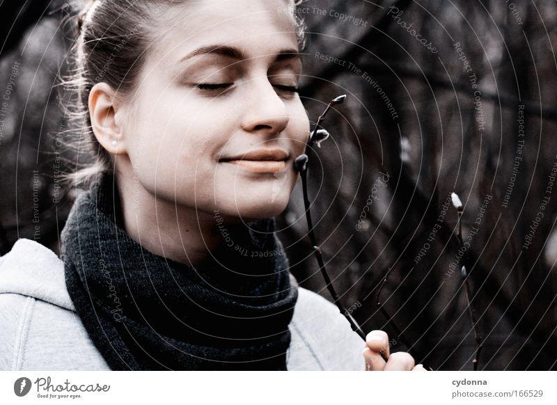 Schön weich Frau Mensch Natur Jugendliche schön Erwachsene Gesicht Erholung feminin Leben Umwelt Freiheit Gefühle Traurigkeit träumen Stimmung
