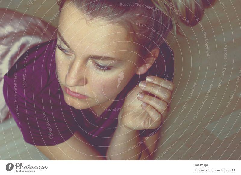 _ Mensch Frau Jugendliche schön Junge Frau Erholung Einsamkeit 18-30 Jahre Gesicht Erwachsene feminin liegen frei authentisch Kultur lernen