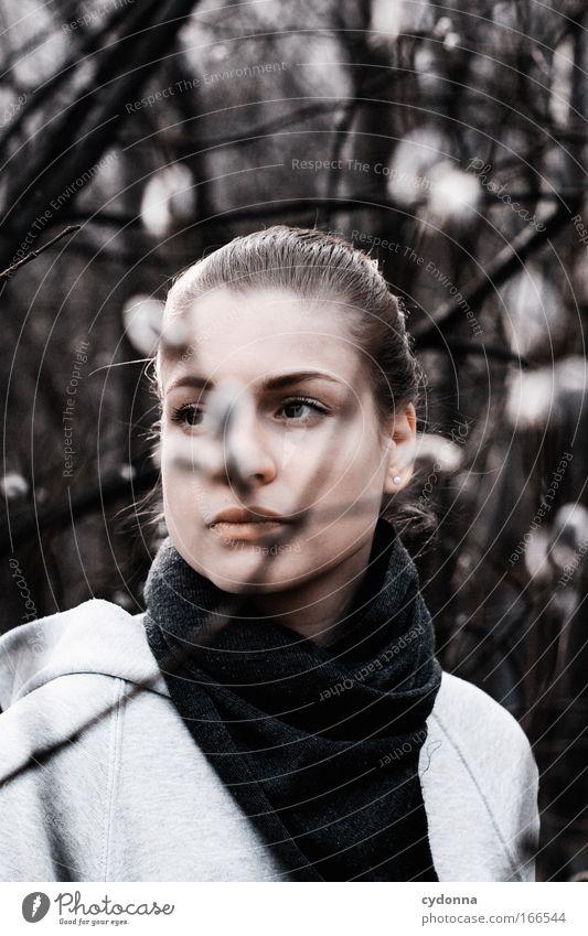 In Gedanken Mensch Frau Natur Jugendliche schön Einsamkeit ruhig Gesicht Erwachsene Umwelt Leben feminin Freiheit Traurigkeit träumen Zeit