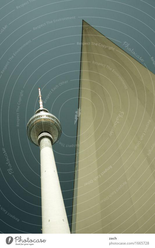 Spitzfindigkeiten Himmel Berlin Stadt Hauptstadt Stadtzentrum Skyline Menschenleer Turm Sehenswürdigkeit Wahrzeichen Fernsehturm Berliner Fernsehturm blau grau
