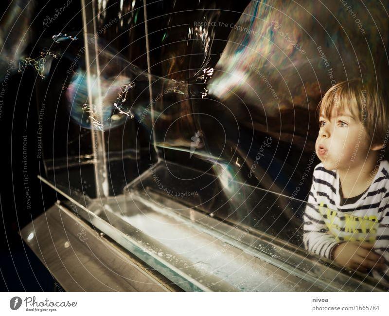 seifenblasen4 Mensch Kind Wasser Freude Bewegung Junge Spielen Kunst Kopf maskulin Wachstum blond Kindheit lernen Lebensfreude beobachten