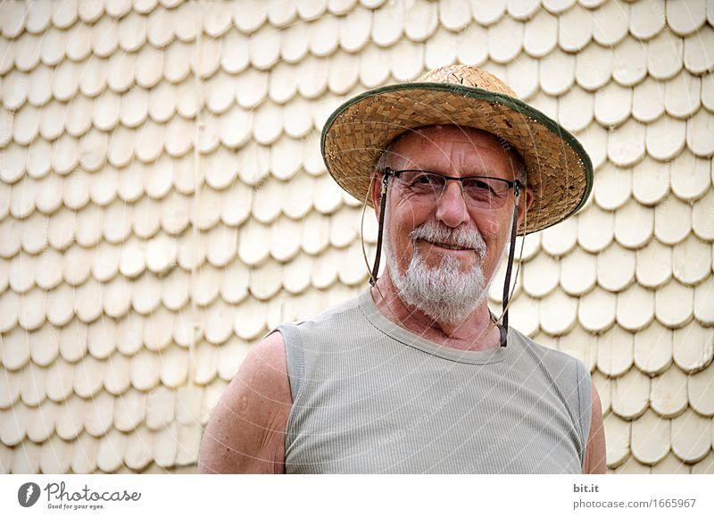 AST 9 | mit Hut, Charme und Humor... Ferien & Urlaub & Reisen Mann Haus Erwachsene Leben Senior Gesundheit Glück Fassade Tourismus maskulin Zufriedenheit