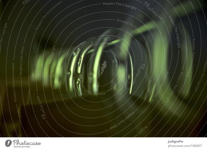Aneinandergereihte Reihe Farbfoto Innenaufnahme Menschenleer Tag Wohnung Badewanne Metall Kunststoff hängen grün Duschvorhang Drahtseil durchsichtig Ring Haken