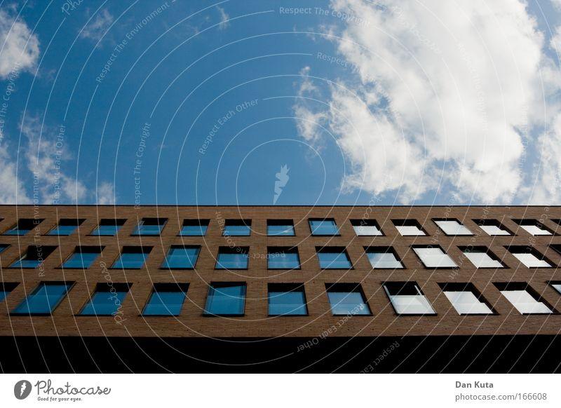 Backstein Blau-Weiß Himmel blau weiß Sommer Wolken Haus Architektur Gebäude Stein Linie braun Kraft Glas Design Macht