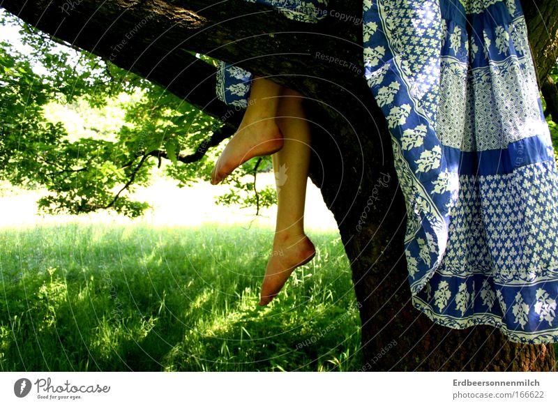 He took my heart Jugendliche blau schön Sommer Freude Erholung feminin oben Beine träumen Fuß Gesundheit Zufriedenheit Kraft hoch frisch