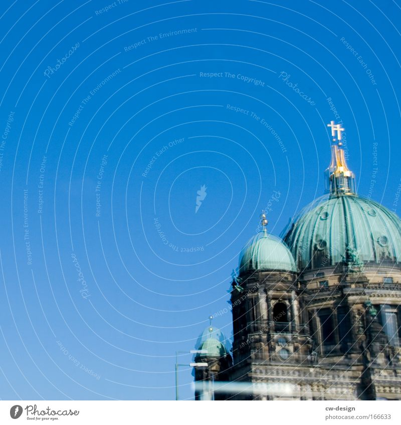 Analoge Gehversuch Mit Einer Digitalen Kamera alt blau grün Architektur Gebäude braun Kirche Berlin Bauwerk Denkmal analog Wahrzeichen Dom Sehenswürdigkeit