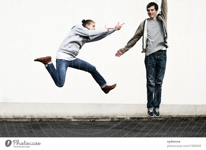 PENG! Frau Mensch Mann Jugendliche Freude Erwachsene Leben Wand Spielen Freiheit Gefühle Bewegung springen Mauer Freundschaft
