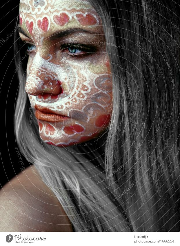 junge Frau mit grauen Haaren und Gesichtsbemalung schön Kosmetik Schminke Feste & Feiern Karneval Halloween Mensch feminin Junge Frau Jugendliche Erwachsene