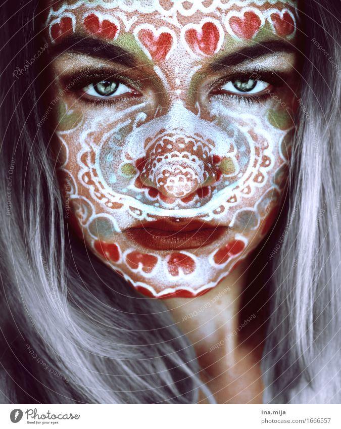 Gesicht einer jungen Frau mit grauen Haaren und Gesichtsbemalung Design exotisch schön Haut Schminke Mensch feminin Junge Frau Jugendliche Erwachsene Leben 1