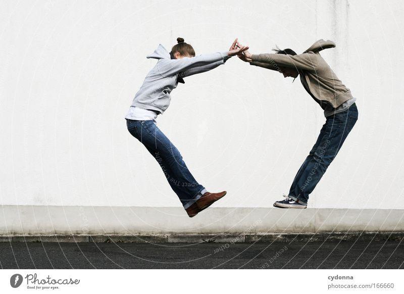 Eine (fast) runde Sache Frau Mensch Mann Jugendliche Freude Erwachsene Leben Wand Freiheit Bewegung Glück springen Mauer Freundschaft Kraft Freizeit & Hobby