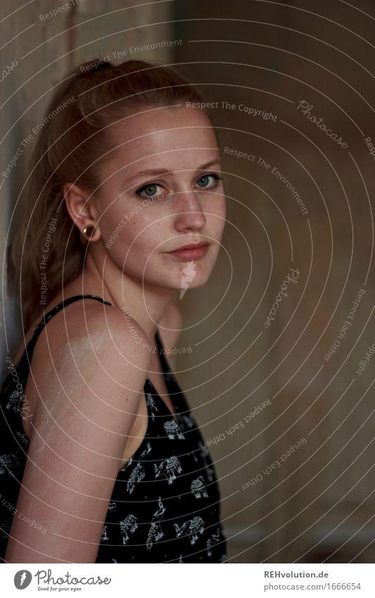 Alexa_Käsefabrik schön Kosmetik Mensch feminin Junge Frau Jugendliche Erwachsene Gesicht 1 18-30 Jahre Piercing Haare & Frisuren blond langhaarig Zopf