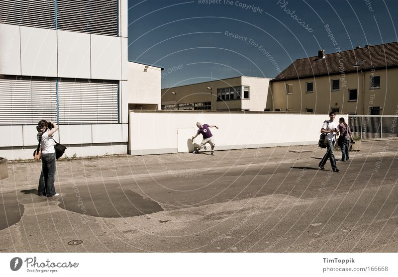 [PC-Usertreff Ffm]: Frankfurter Faxen Mensch Jugendliche Stadt Freude Erwachsene Straße Wand Architektur Junge Frau Mauer Gebäude lustig Freundschaft Junger Mann Zusammensein Zufriedenheit
