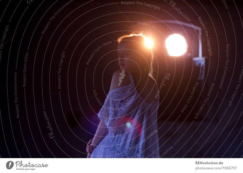 Alexa Mensch Jugendliche schön Junge Frau dunkel 18-30 Jahre Erwachsene feminin Religion & Glaube außergewöhnlich träumen elegant gold ästhetisch stehen