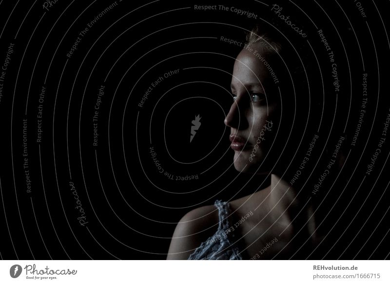 Alexa im Dunkeln schön Kosmetik Schminke Mensch feminin Junge Frau Jugendliche Erwachsene Kopf Gesicht 1 18-30 Jahre beobachten Blick ästhetisch dunkel elegant