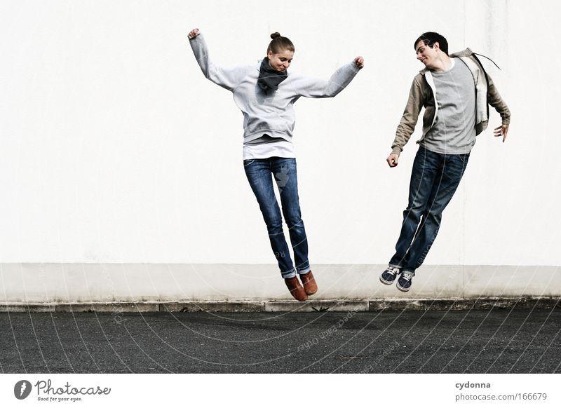 Abstoßen Frau Mensch Mann Jugendliche Freude Erwachsene Leben Wand Freiheit Bewegung springen Mauer Freundschaft Freizeit & Hobby elegant Energiewirtschaft