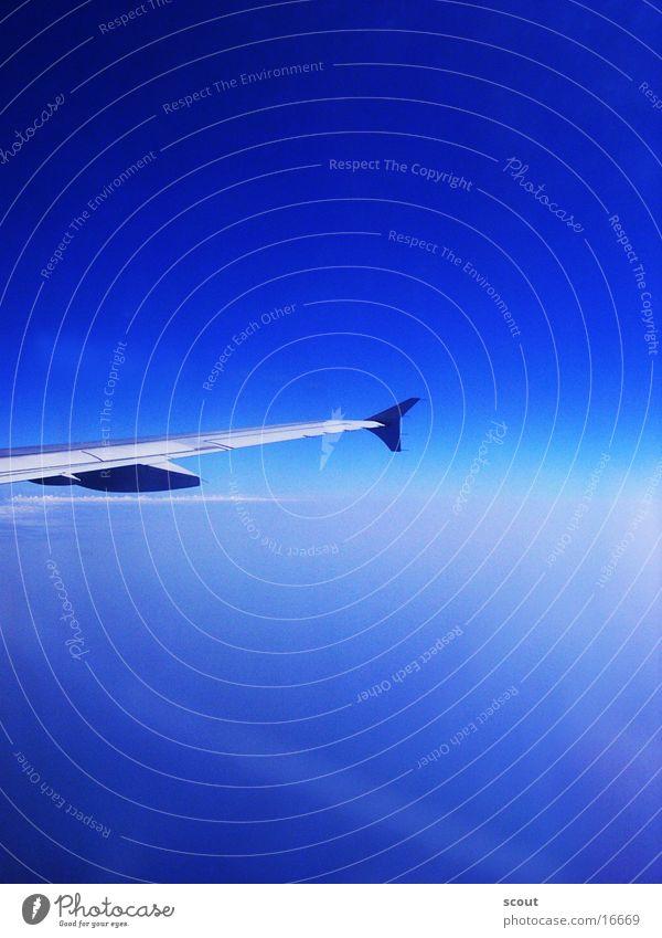Flug über die Wolken Flugzeug Tragfläche Luftverkehr
