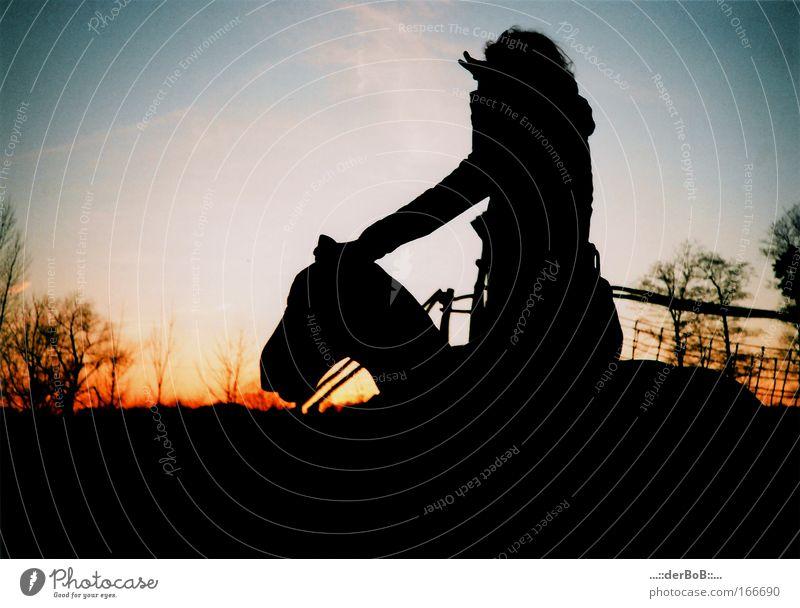 Farbe in Sicht mehrfarbig Außenaufnahme Lomografie Holga Textfreiraum links Textfreiraum oben Dämmerung Licht Schatten Kontrast Silhouette Lichterscheinung