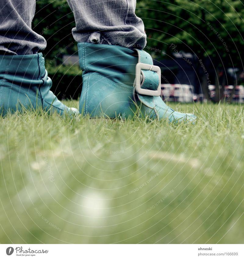 Green Shoes grün Stil Gras Schuhe gehen Design laufen Lifestyle Coolness Jeanshose stehen Stiefel Leder Schnalle