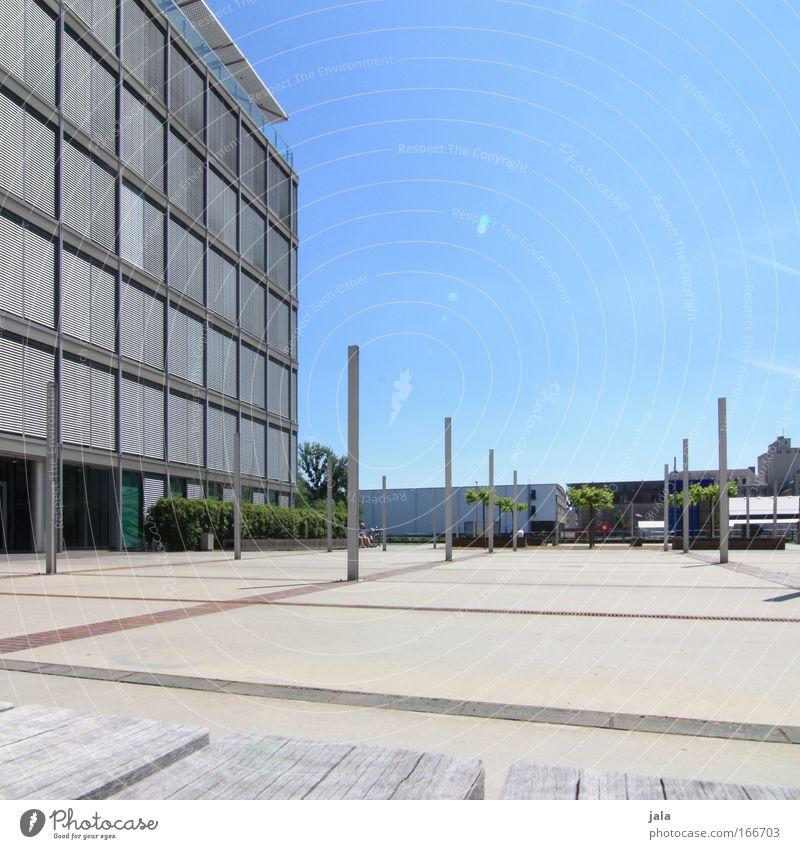 [PC-Usertreff Ffm]: Der freie Platz Himmel blau Haus Bürogebäude Gebäude hell Architektur groß modern ästhetisch neu Bankgebäude Sauberkeit Bauwerk