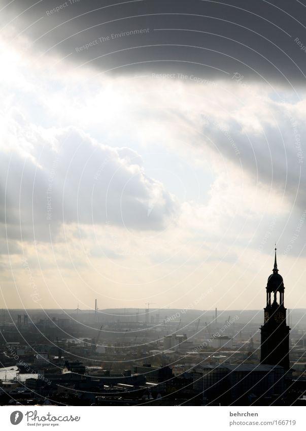 michel mein michel Himmel Sonne Stadt Wolken grau Architektur Nebel Hochhaus frei Hamburg Kirche Dach Hafen fantastisch Bauwerk