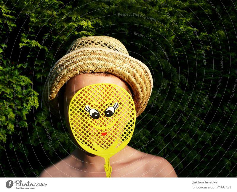 Tarnung Mensch Kind Sommer Freude Gesicht gelb Junge Kopf lustig verrückt Fröhlichkeit beobachten Kindheit Hut Freundlichkeit verstecken