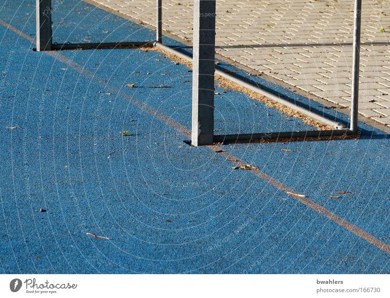 blau ist auch schön... Farbfoto Außenaufnahme Detailaufnahme abstrakt Menschenleer Schatten Ballsport Fußball Fußballtor Fußballplatz Tag