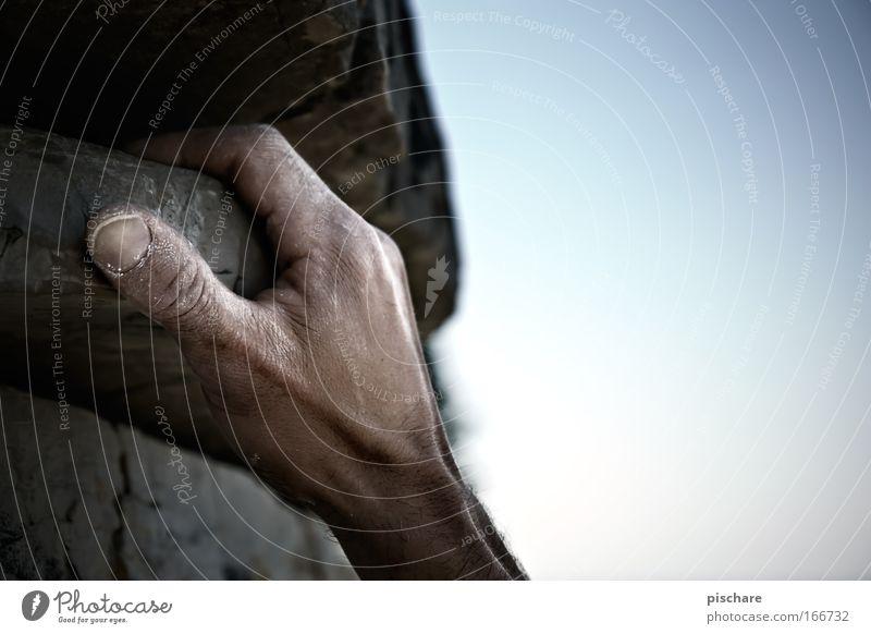 get a grip! Mensch Mann blau Hand Sommer Erwachsene Sport Berge u. Gebirge grau Kraft Angst Felsen Freizeit & Hobby Arme Abenteuer Finger