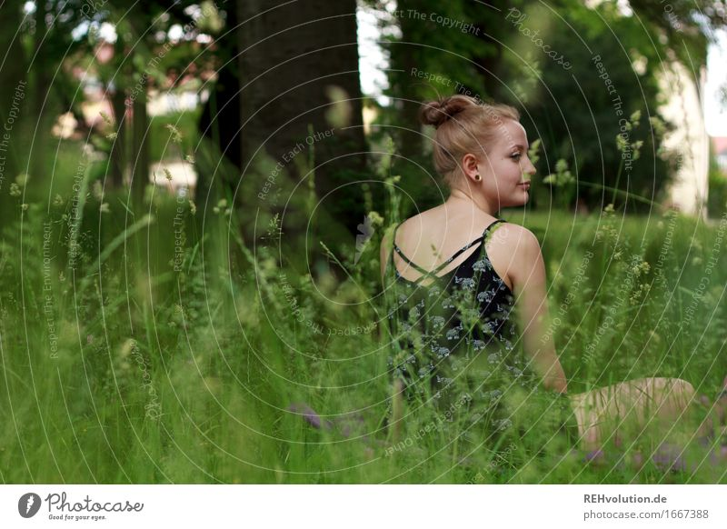 Alexa | im Park Frau Mensch Natur Jugendliche Junge Frau grün Baum Erholung 18-30 Jahre Erwachsene Lifestyle Umwelt natürlich Wiese feminin Gras