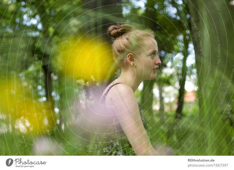 Alexa | im Park Mensch Natur Jugendliche Pflanze schön grün Junge Frau Baum Blume Erholung Freude 18-30 Jahre Erwachsene Umwelt Gras feminin