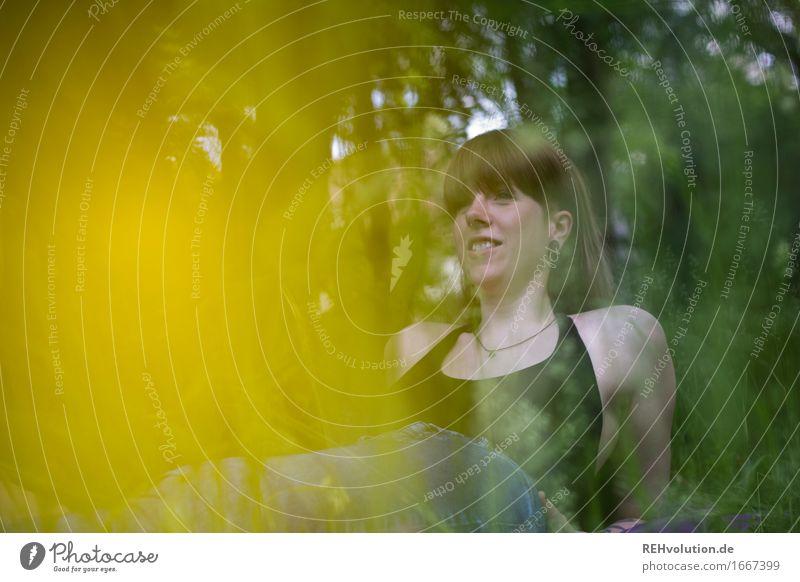 Carina | im Park Mensch Natur Ferien & Urlaub & Reisen Jugendliche Sommer Junge Frau Blume Erholung ruhig Freude 18-30 Jahre Erwachsene Umwelt Wiese Gras