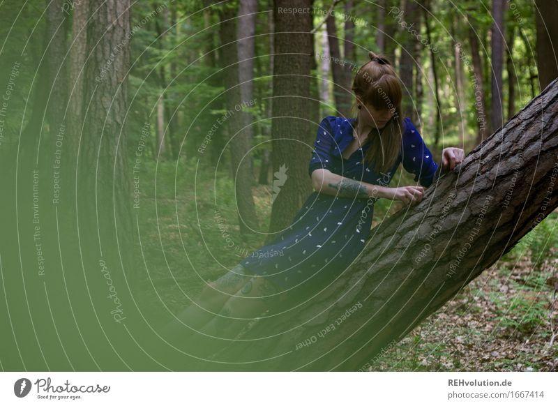 Carina | im Wald Ausflug Mensch feminin Junge Frau Jugendliche 1 18-30 Jahre Erwachsene Umwelt Natur Landschaft Baum Kleid Tattoo Haare & Frisuren Pony Zopf