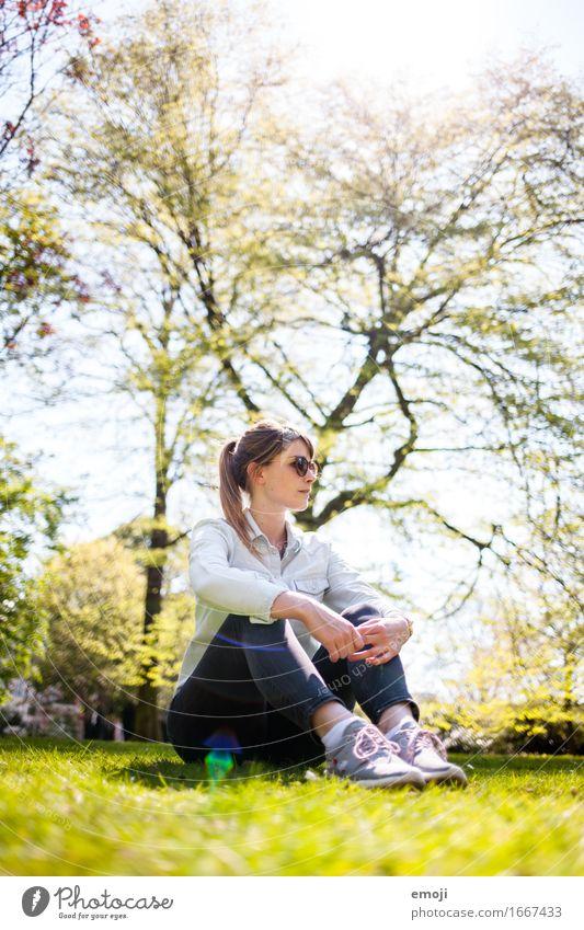 happy life Freizeit & Hobby feminin Junge Frau Jugendliche 1 Mensch 18-30 Jahre Erwachsene Natur Frühling Sommer Schönes Wetter Wiese schön natürlich Farbfoto