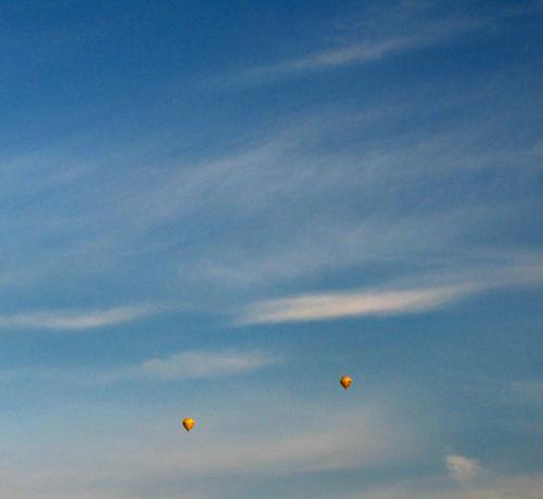Hoch 2 Natur blau rot Freude Ferien & Urlaub & Reisen Wolken Ferne Freiheit Bewegung Luft klein Ausflug Verkehr Abenteuer hoch Freizeit & Hobby