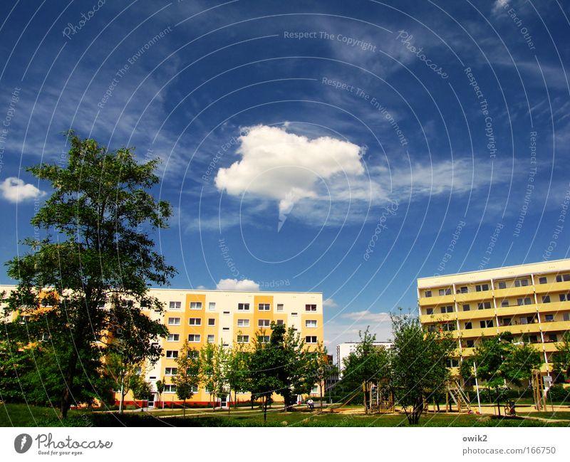 Maison Carrée Stil Design Freizeit & Hobby Spielen Landschaft Pflanze Himmel Wolken Frühling Klima Schönes Wetter Baum Park Wiese Stadt Stadtrand bevölkert Haus