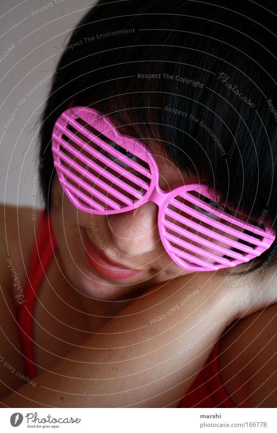 Die rosarote Brille Mensch Gesicht Liebe Gefühle feminin Glück Kopf rosa träumen Zufriedenheit einzigartig Warmherzigkeit Streifen Brille Kitsch Lippen
