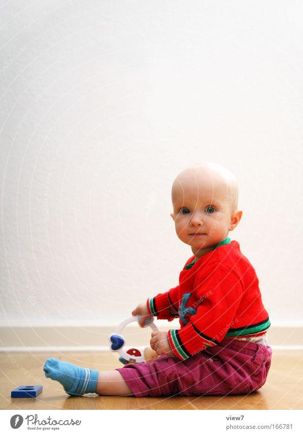 sitzen können ... Spielen Raum Mensch Kind Baby Kleinkind Kopf 1 0-12 Monate Spielzeug ästhetisch blond dünn klein natürlich Neugier rot Freude Zufriedenheit