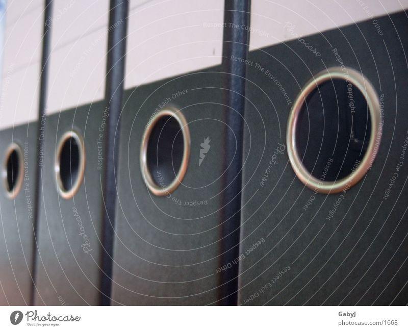 ordnung weiß schwarz Ordnung Perspektive Dinge Reihe Loch Karton Aktenordner Bildausschnitt Anschnitt Verwaltung aufgereiht penibel Farbe Reihenfolge