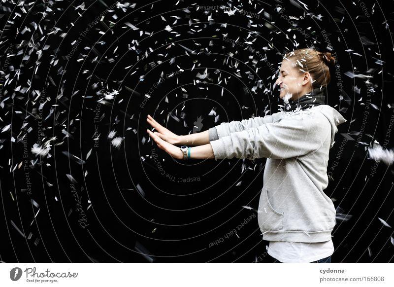 Spontanschneesturm Mensch Frau Jugendliche Freude Erwachsene Leben Wand Freiheit Bewegung Mauer träumen Kunst Kraft Energiewirtschaft Geschwindigkeit ästhetisch
