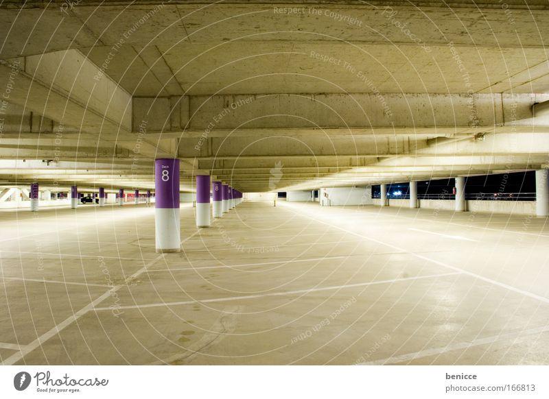 parkinger Farbe Lampe Farbstoff Architektur Beton frei leer Boden bedrohlich violett Ziffern & Zahlen Pfeil Parkplatz Decke Parkhaus Nachtaufnahme